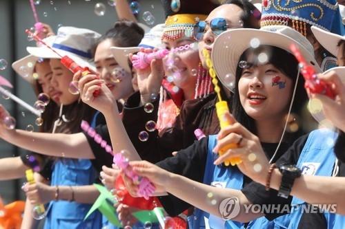 资料图片:2017夏季前往蒙古国的韩国志愿者们(韩联社)