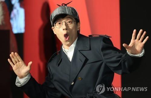 4月30日,在首尔世贸中心洲际酒店,搞笑艺人刘在锡出席线上串流服务商Netflix的首档韩综《犯人就是你》定档发布会。(韩联社)