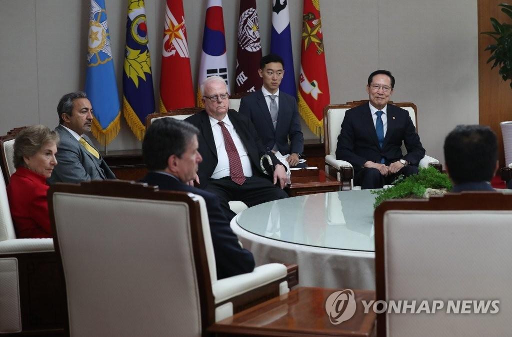 韩国防长会见美国众议院代表团