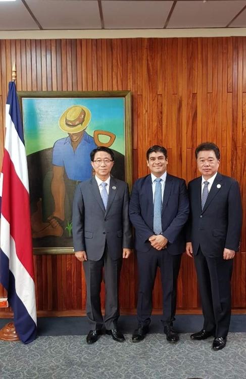 韩总统特使团参加哥斯达黎加总统就职仪式