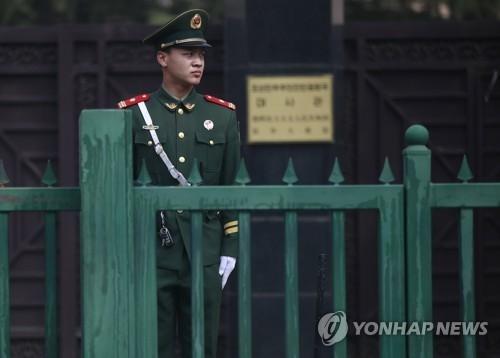 简讯:朝鲜高官疑似访华 驻华大使亲临接机