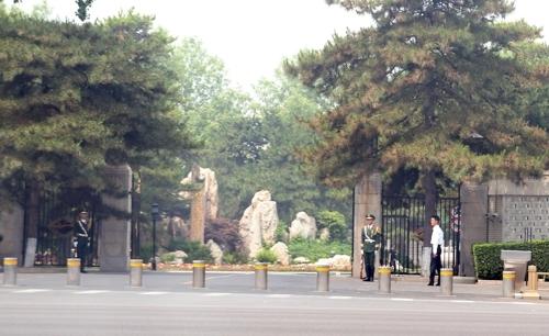 详讯:朝鲜高官疑似访华 驻华大使亲临接机