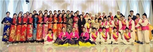 图为韩中传统服装秀照。(韩联社/仁川市南区提供)