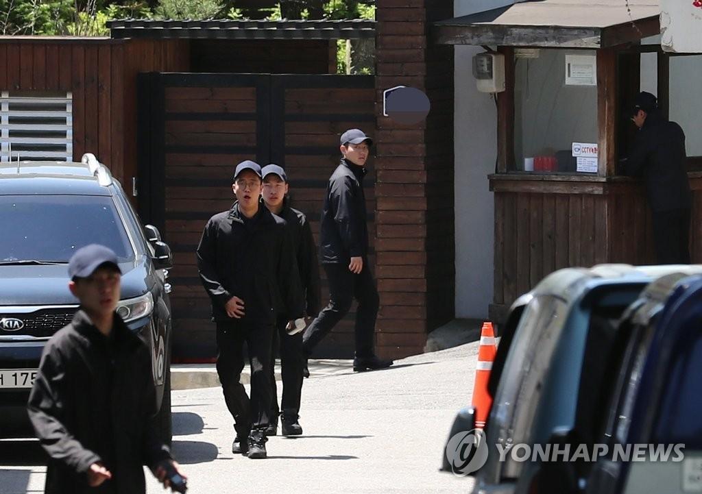 韩国警方明年停止向前总统全斗焕卢泰愚提供警卫