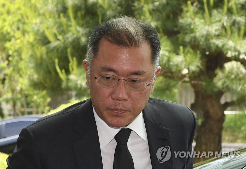 5月21日下午,在首尔大学附属医院,现代汽车副会长郑义宣前往LG集团会长具本茂的灵堂吊唁。(韩联社)