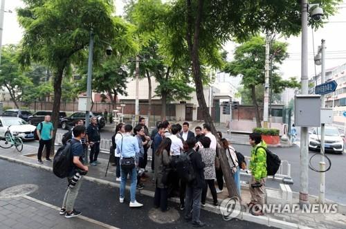 韩记者团在京苦等赴朝签证