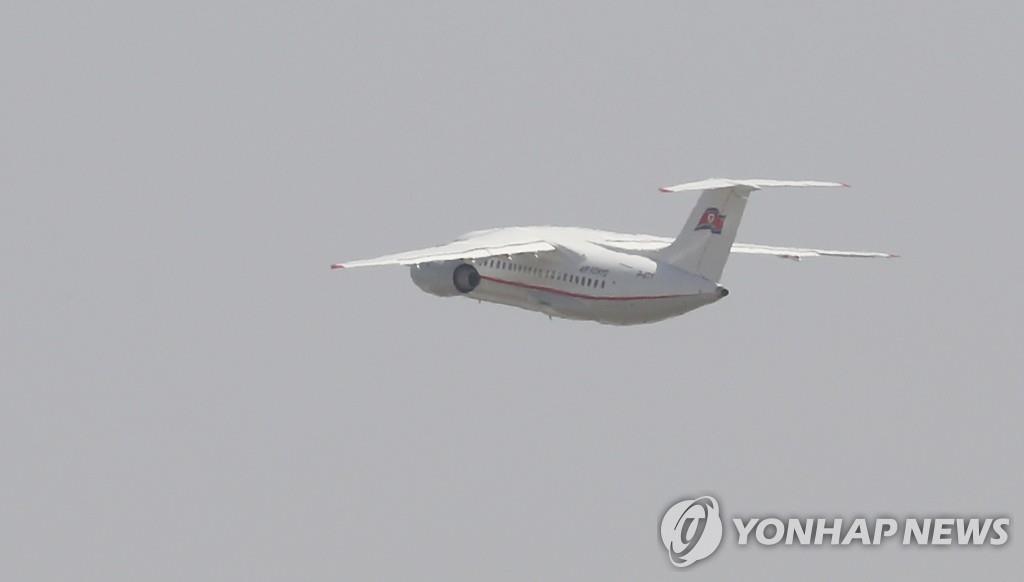 5月22日,高丽航空班机搭载各国记者团从北京首都机场起飞赴朝。(韩联社/联合采访团)