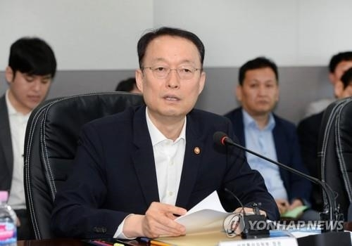 资料图片:韩国产业通商资源部长官白云揆(韩联社)