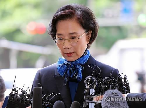 韩进集团会长夫人涉嫌施暴到案受查