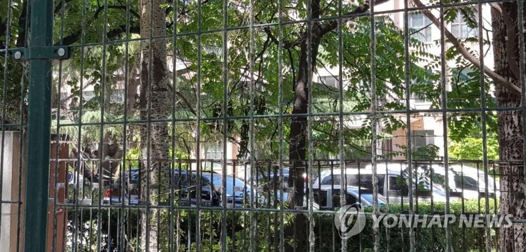 朝鲜驻华大使馆前的车辆(韩联社)