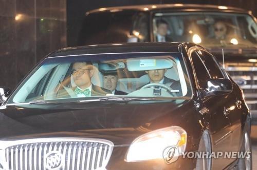 5月30日上午,美国驻菲律宾大使金成一行从首尔出发奔赴板门店。(韩联社)