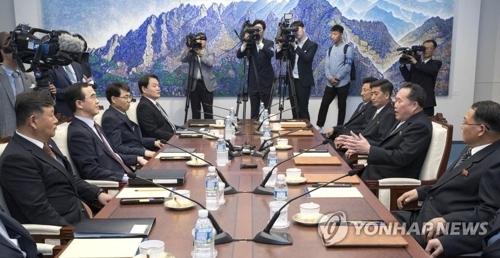 6月1日,在板门店韩方一侧,韩朝为落实首脑会谈共识举行高级别会谈。(韩联社)