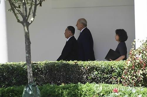 简讯:特朗普称将于6月12日会晤金正恩
