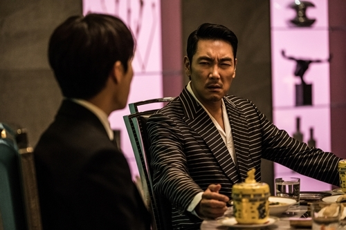 韩国票房:本土片《毒战》观影人数破300万