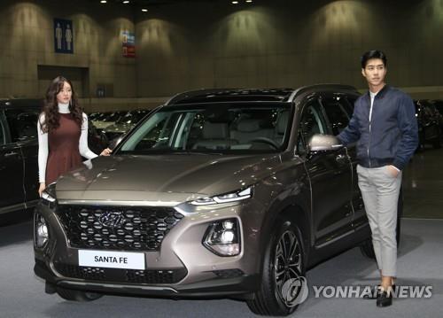 2018年2月21日,在位于韩国京畿道高阳市的韩国国际展览中心(KINTEX),现代汽车推出全新胜达(SANTA FE)。(韩联社)