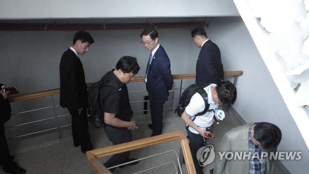 韩方考察团结束联络事务所筹设考察工作返韩