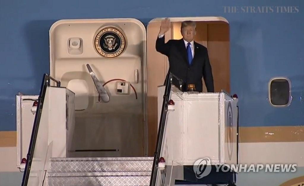 详讯:特朗普抵新 明会新加坡总理李显龙