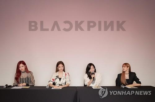 6月15日,在位于首尔江南区的CGV星聚汇影城清潭CINECITY店,女团BLACKPINK举行迷你专辑《Square up》记者会。(韩联社/YG娱乐提供)