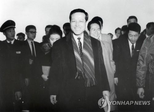 这是韩国已故前国务总理、时任中央情报部部长金钟泌1962年作为全权大使出席韩日谈判时的照片。(韩联社)