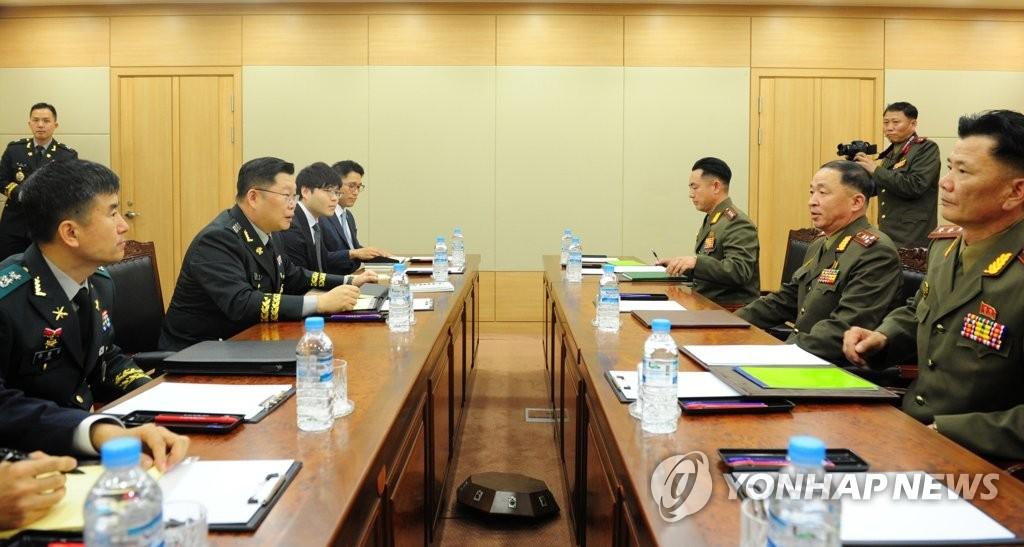 6月25日,韩朝在韩朝出入境事务所举行大校级工作会谈,图为会前双方代表会谈现场。(韩联社/国防部提供)