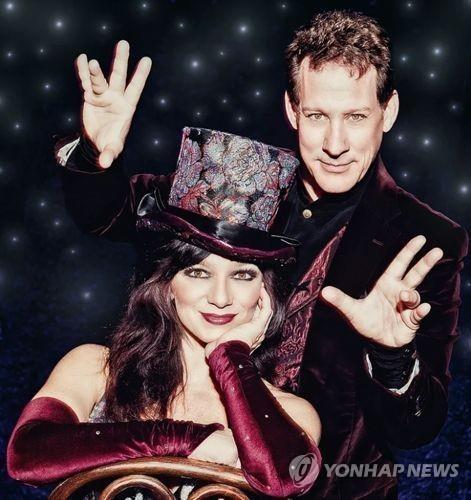 魔术师马克·卡林和金格·利