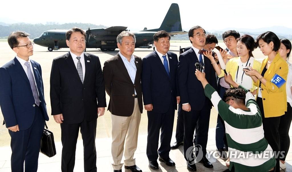 韩朝统一篮球赛韩方代表团抵朝