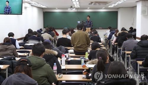 调查:韩一成待业青年和上班族备考公务员