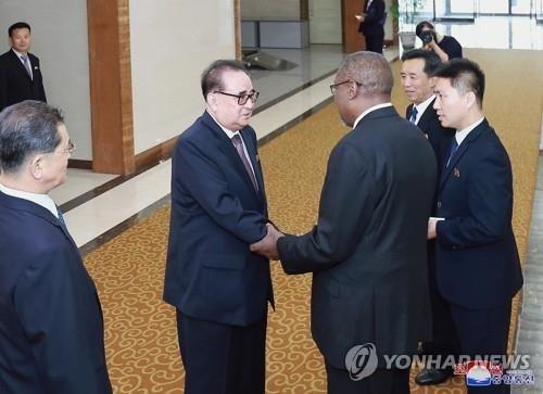 朝鲜外交总指挥李洙墉访问古巴后途经莫斯科回国