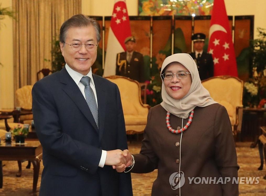 文在寅会晤新加坡总统雅各布