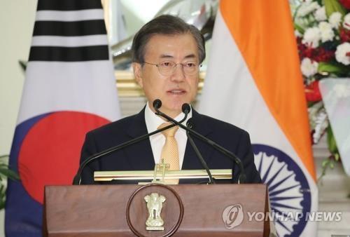 当地时间7月10日下午,正在印度访问的韩国总统文在寅同印度总理莫迪举行首脑会谈后发布联合新闻稿。(韩联社)
