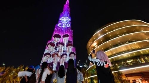 EXO亮相世界第一高楼灯光秀