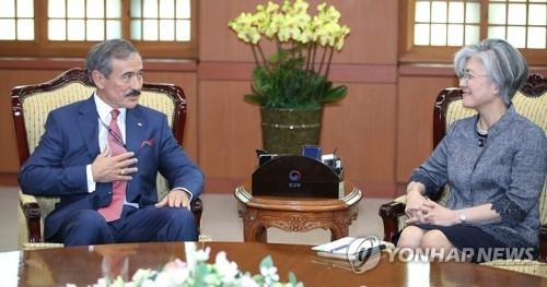 韩外长会见美国新任驻韩大使哈里斯