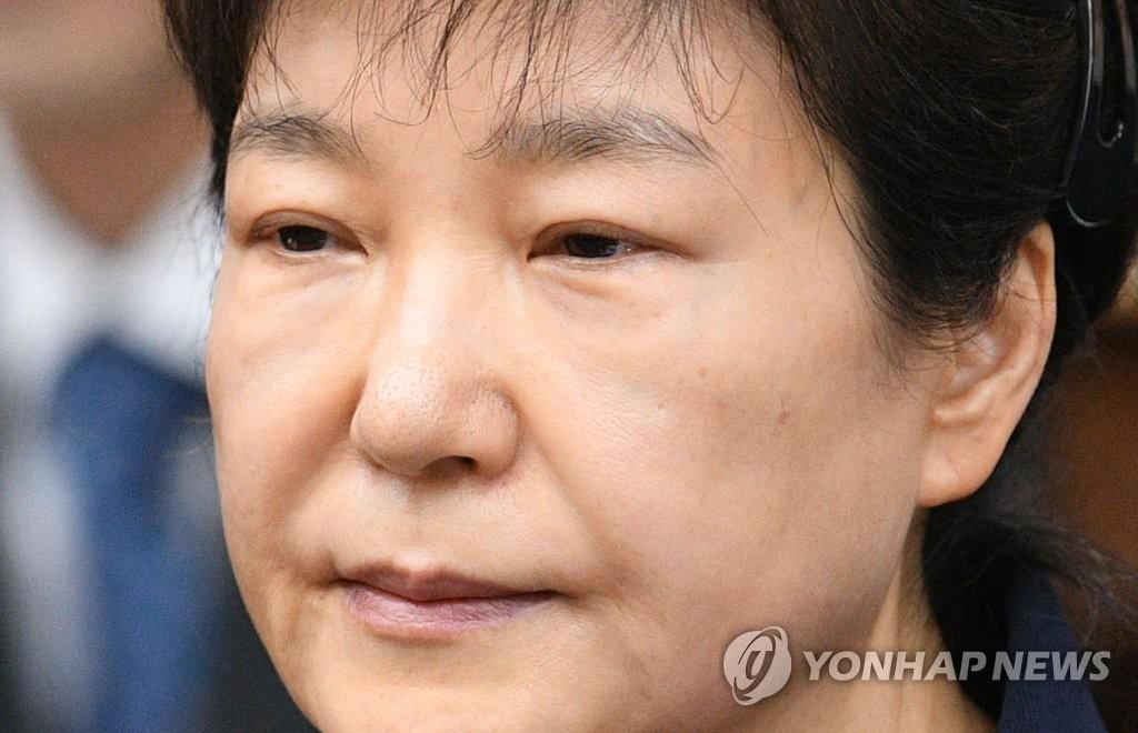 韩检方要求二审判朴槿惠30年