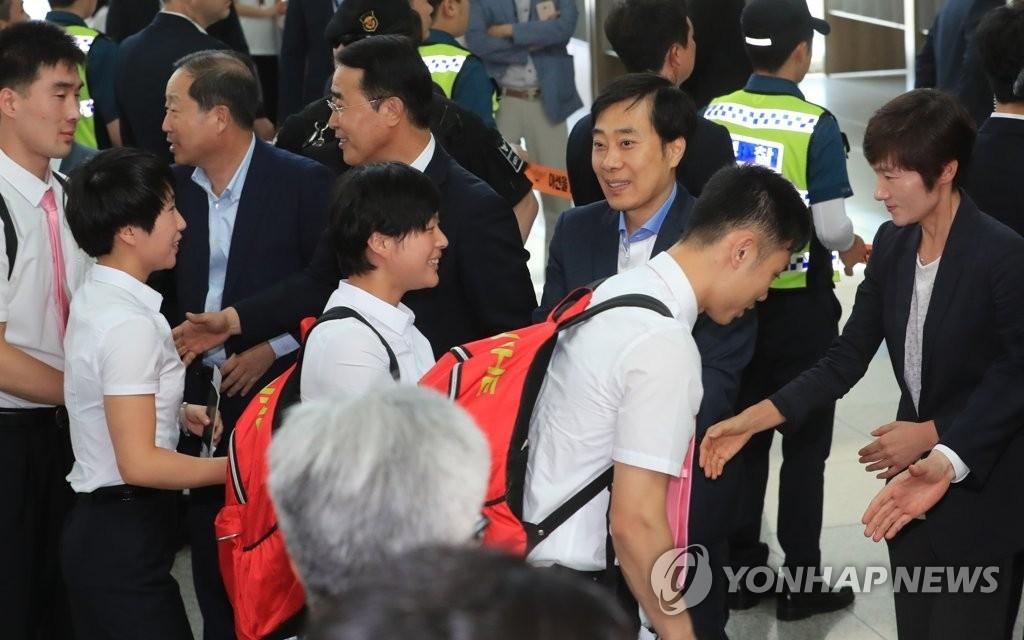 朝鲜乒乓队结束世乒韩国公开赛载誉而归