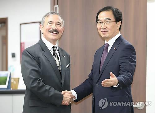 韩统一部长官会见美国新任驻韩大使哈里斯