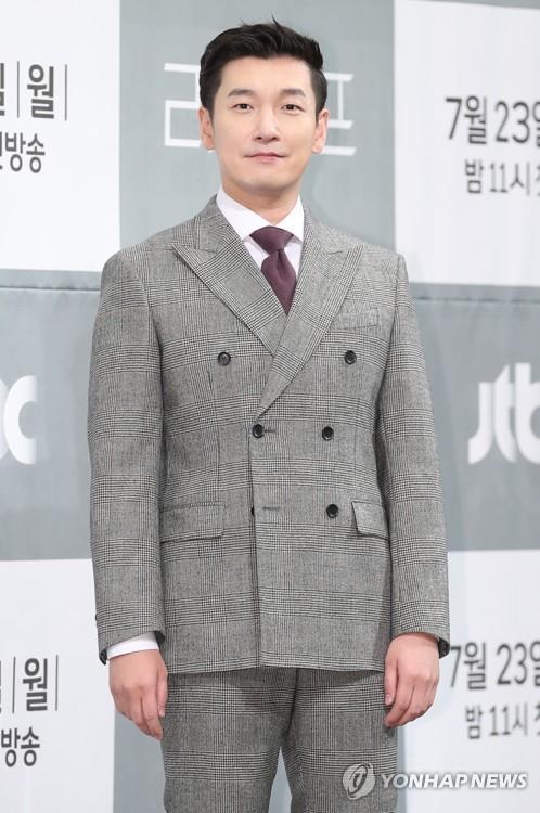 7月23日,在首尔皇宫酒店,演员曹承佑出席JTBC电视台新剧《LIFE》发布会。(韩联社)