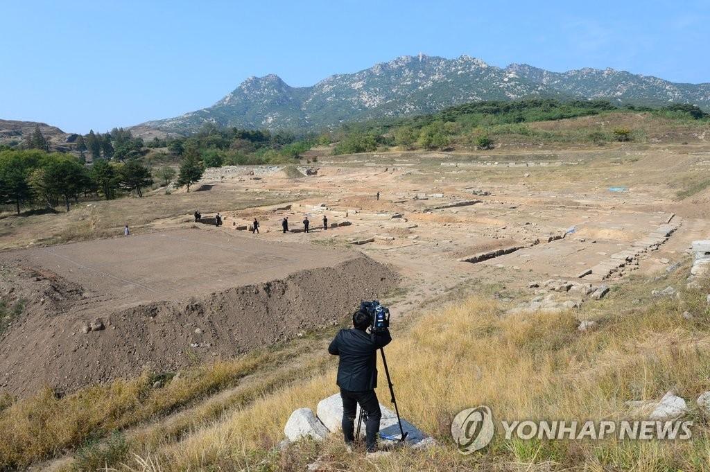 韩朝民团讨论重启开城满月台联合发掘项目