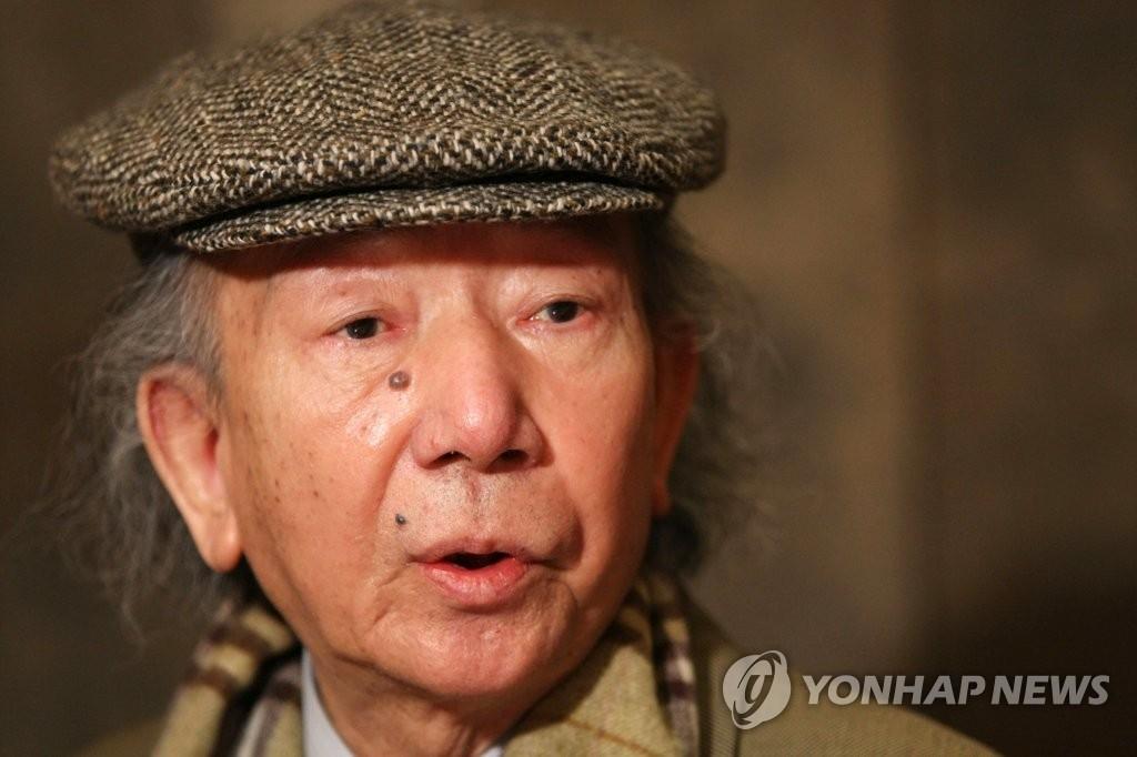 韩已故小说家崔仁勋获追授一级文化勋章