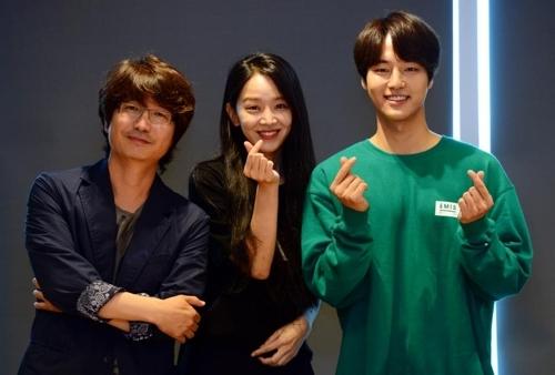 左起为导演赵秀沅、申惠善和梁世宗(韩联社/SBS提供)