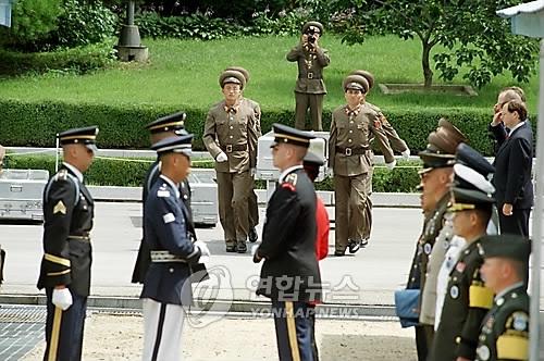 朝鲜从美方接收装美军遗骸的木盒