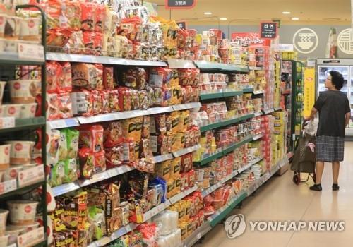 调查:韩国人出境游六成带食品 首选方便面