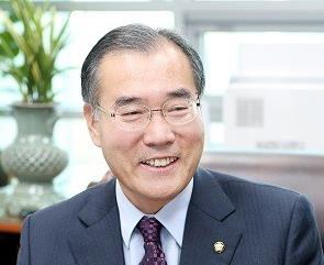 文在寅提名执政党议员李介昊任农林部长官