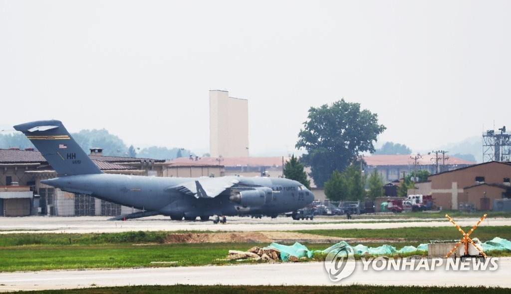 资料图片:驻韩美军C-17运输机(韩联社)