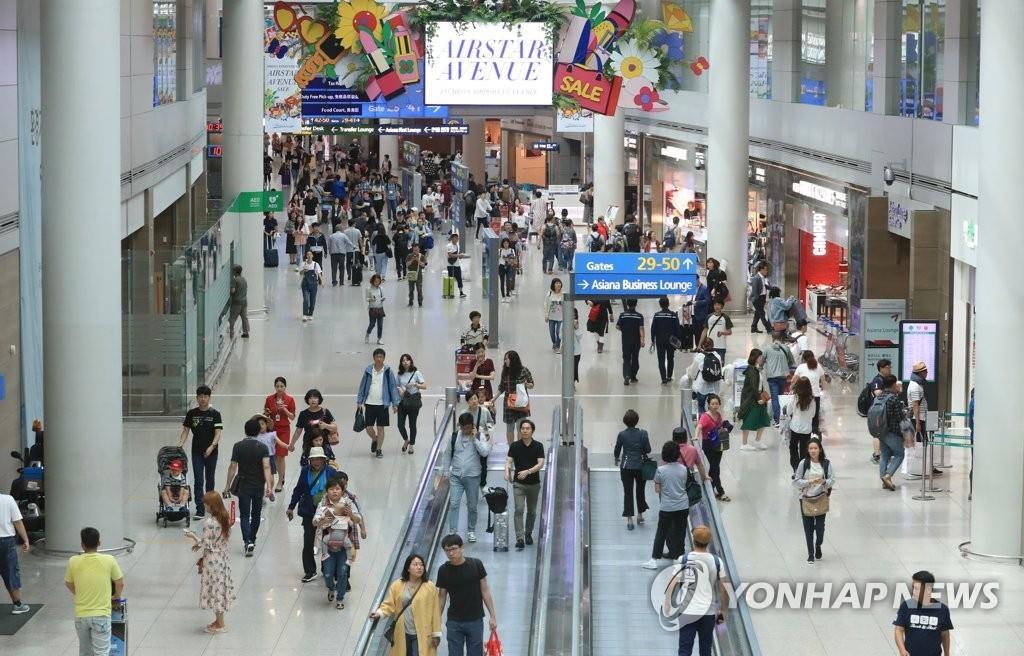 资料图片:第一航站楼内景(韩联社)