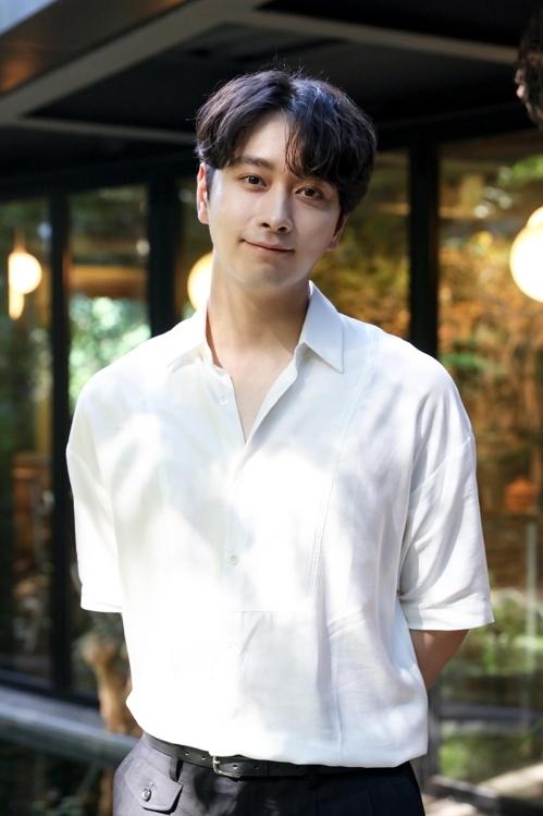 黄灿盛(韩联社/JYP娱乐提供)