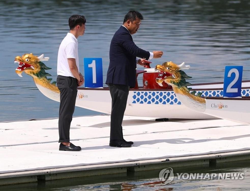 韩朝皮划艇联队祈愿亚运夺佳绩