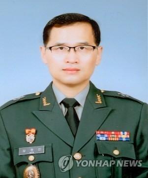 详讯:文在寅指示重编国防部机务司令部
