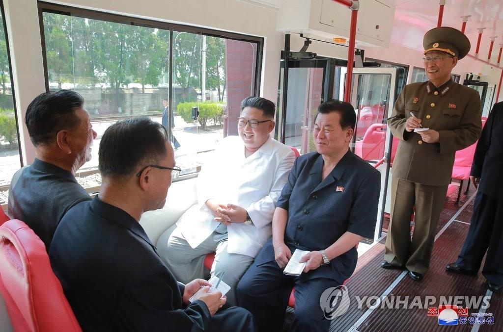 朝媒:金正恩积极视察经济生产第一线