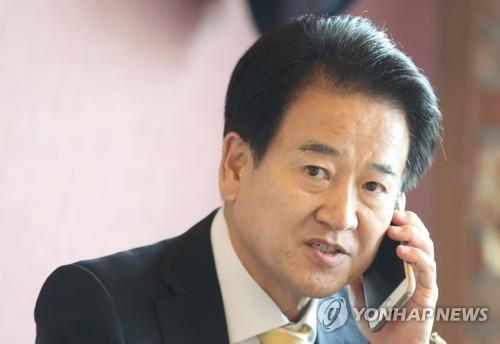 文在寅祝贺郑东泳当选民主和平党党首