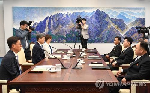 韩朝今考察金刚山病虫害灾情